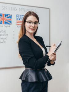 english teacher for american language 225x300 - İngilizce Eğitiminde İngilizce Kursu Önemi